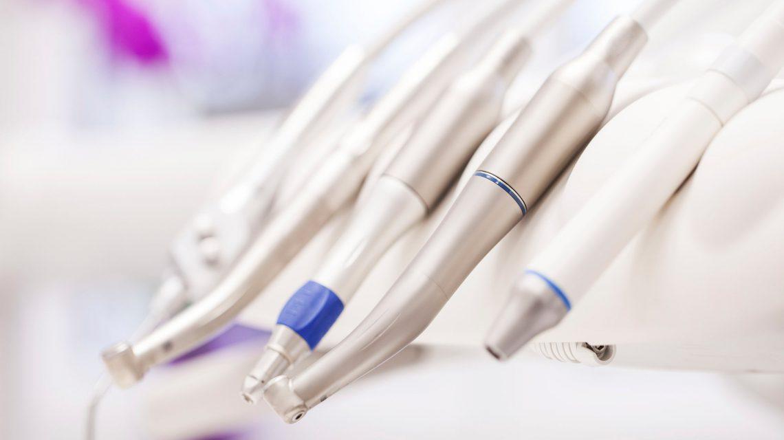 دندانپزشکی در خاک سفید